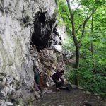 中国で50年以上も山中の洞穴の中で生活している老人が発見される! 自治体がふもとに家を用意するも洞穴から出るのを拒否! 海外「住み慣れた場所は離れにくいものだよ」