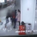 中国である女性が彼女の手からiPadを落とされた仕返しに取った行動とは。。