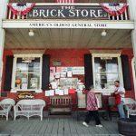1700年代後半から1800年代に建設された歴史的な雑貨店がオークションで落札されました。