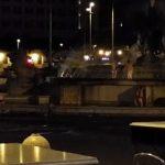 イタリアの歴史的噴水に裸で入った男女が逮捕