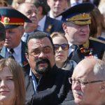 ロシアの戦勝70年のパレードにスティーブン・セガールがこっそりと出席していたことが判明