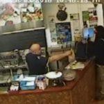 ケバブ屋のオーナーは、強盗を無視しました
