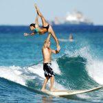 サーフィン二人乗りでアクロバット・タンデムサーフィン!