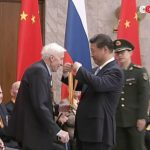 満州を日本から解放した元ソビエト兵士に習近平がメダルを授与する!海外の反応「ロシア兵は満州で日本人を大量に虐殺しているからな」