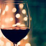 ワイングラスの持ち方、間違っていませんか?
